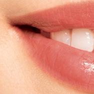Błyszczące usta bez brokatu