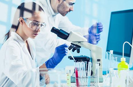 Zdjęcie przedstawiające naukowców w laboratorium