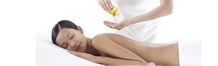 Kobieta podczas masażu, Kobieta podczas masażu twarzy